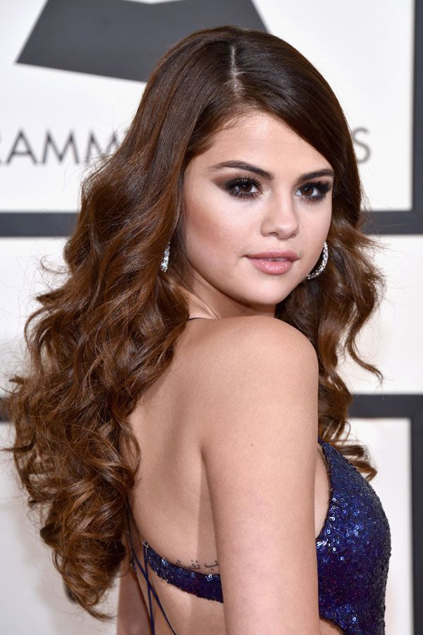 Selena Gomes at Grammys 2016 hair and makeup