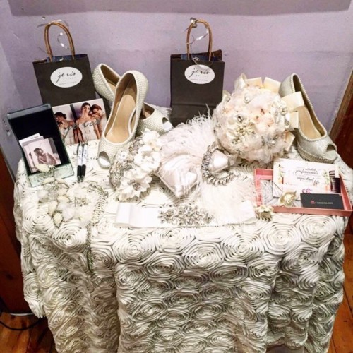 je vis bridal store display Toronto wedding accessories