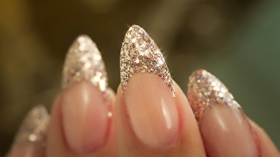 glitter-french-manicure
