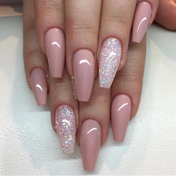 glittter-accent-nail